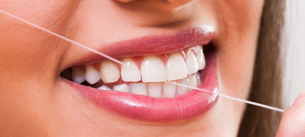 5 Reasons to Floss Your Teeth Right Now